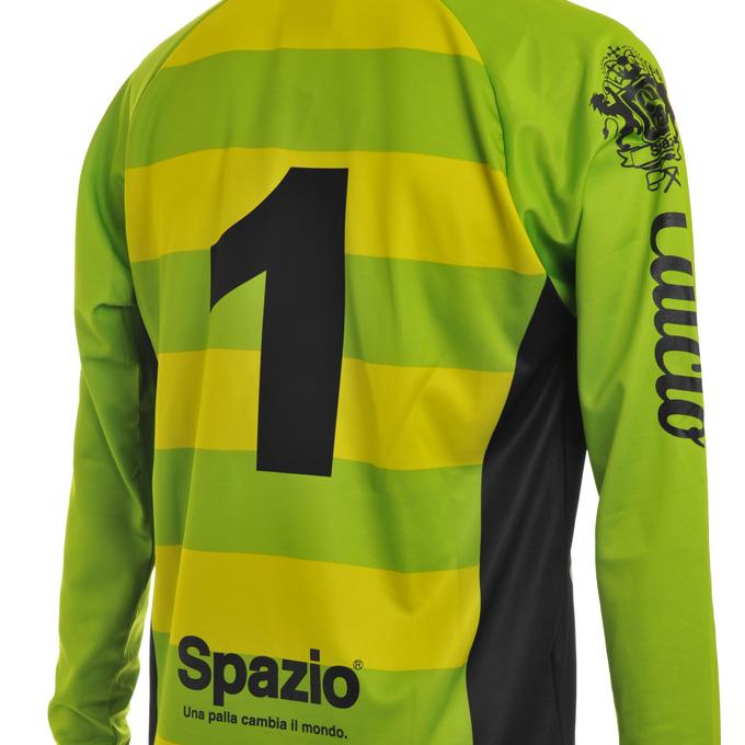 スパッツィオ 緑と黄色のボーダープラシャツに黒の背番号